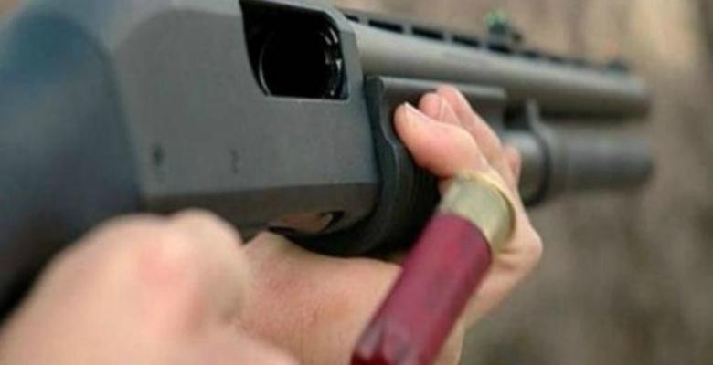 Karısına laf atan 16 yaşındaki genci tüfekle vurdu…