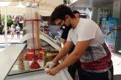Ailesine destek için dondurmacıda çalışan gencin üniversite başarısı
