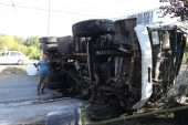 Kamyon ile hafif ticari araç çarpıştı: 4 yaralı
