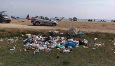 """İtalyan Koyu'nda """"düşüncesiz tatilcinin"""" çöpleri doğal güzelliği bozuyor"""