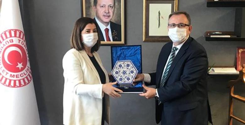 Rektör Tabakoğlu, Fatma Aksal'ı Makamında Ziyaret Etti…