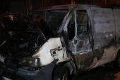 Park halindeki araç tamamen yandı!