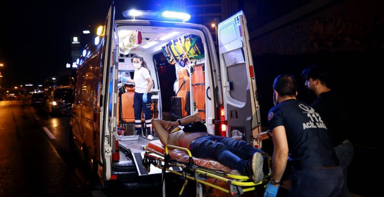 Bayrampaşa'da kaza yapan araç alev aldı