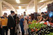 Bilecik Valisi Şentürk'ten kapalı pazarda Kovid-19 tedbirleriyle ilgili denetim