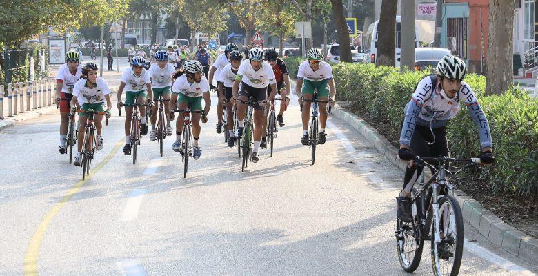 Bursa'da 200 bisikletli Avrupa Hareketlilik Haftası etkinliğinde pedal çevirdi