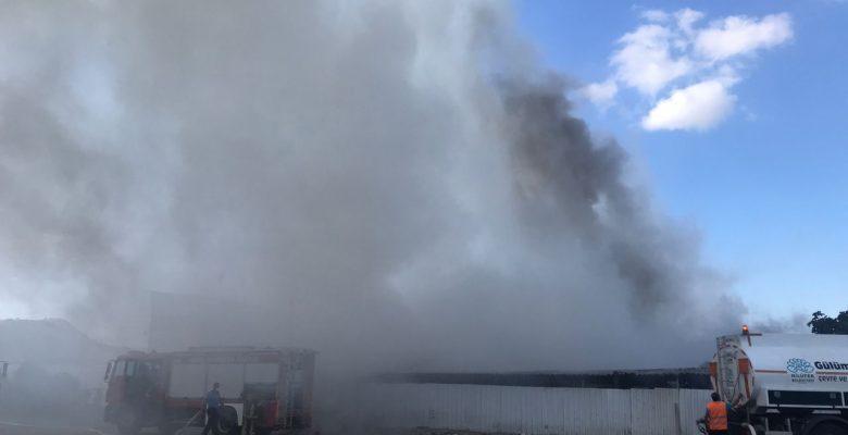 Atık toplama tesisinde çıkan yangın söndürüldü