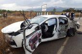 Feci Kaza! Otomobil ile iş makinesi çarpıştı… 1'i ağır 2 yaralı