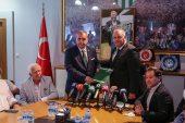 Bursaspor'un yeni başkanı Erkan Kamat mazbatasını aldı