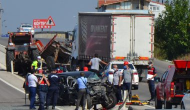 Aynı yerde peş peşe meydana gelen iki kazada bir kişi öldü