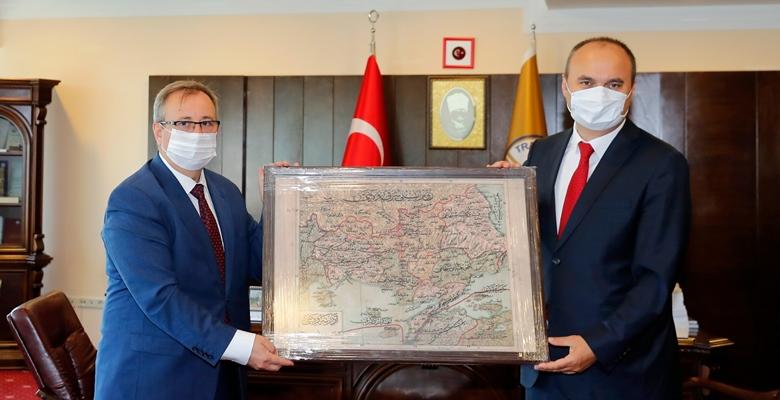 Vali Canalp, Rektör Tabakoğlu'nu kutladı