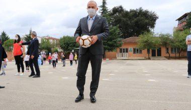 Çiftlikköy Belediyesinden her sınıfa bir futbol topu