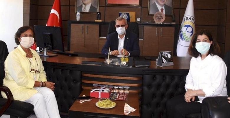 İstanbul Milletvekili Satır, Fatma Aksal'la birlikte Helvacıoğlu'nu ziyaret etti