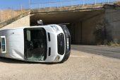 Edirne'de ciple çarpışan minibüs devrildi