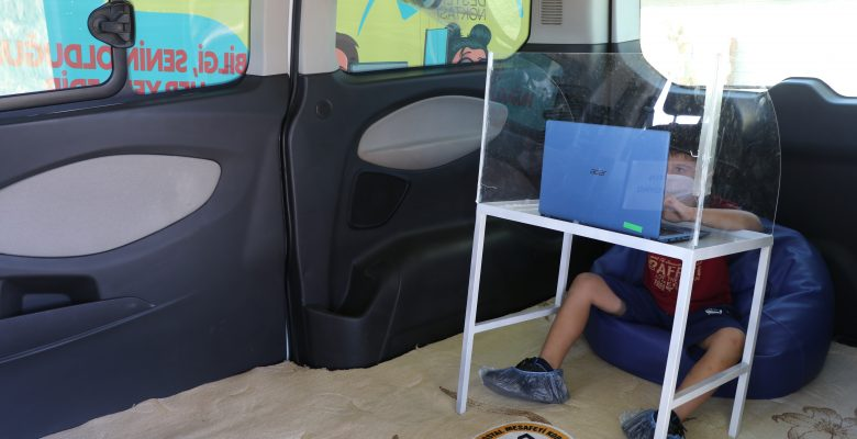 """Edirne'de """"EBA mobil destek aracı"""" öğrenci ve velilerden tam not aldı"""