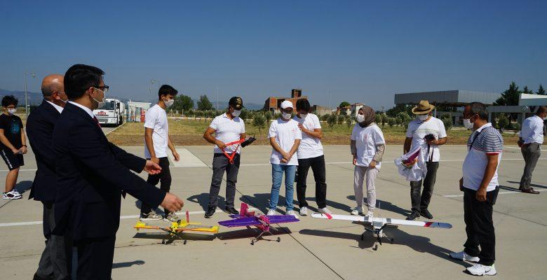 TEKNOFEST'te yarışacakları insansız hava aracını tanıttı
