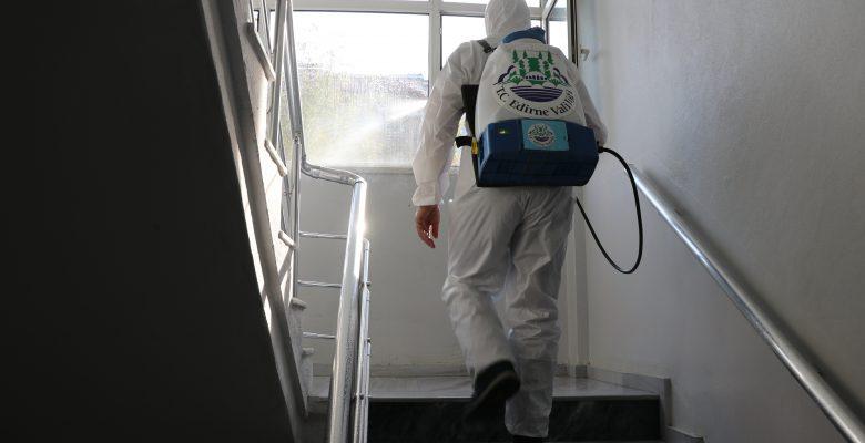 Evlerinde izolasyondaki kişileri her gün tek tek arıyorlar