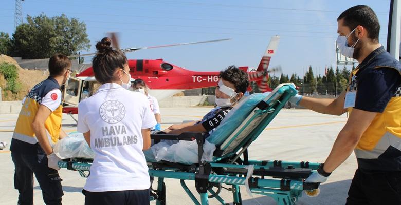 Gözünden yaralanan çocuk ambulans helikopterle sevk edildi
