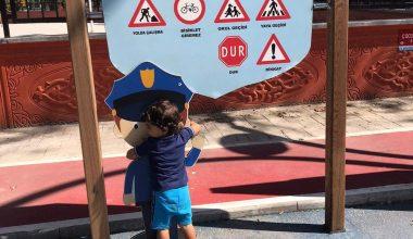 İl Emniyet Müdürü Kaya'dan polis maketine sarılan minik Ertuğrul'a sürpriz