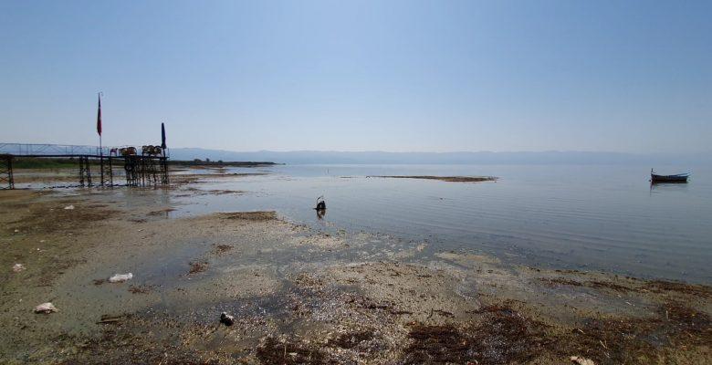 İznik Gölü'nde su çekildi, balıkçı iskelesi gölün dışında kaldı