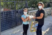 Öğrencilere maske ve dezenfektan dağıtımı