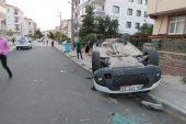 İki otomobilin çarpışması kameraya yansıdı