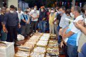 Kocaeli'de av sezonunun ilk gününde yakalanan 3 ton balık kısa sürede satıldı