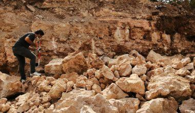 Tarihi surlara zarar veren temel kazısı durduruldu