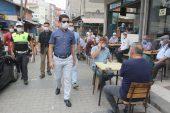 Manyas Kaymakamı megafonla pazardaki vatandaşları Kovid-19'a karşı uyardı