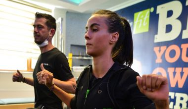 Özel kıyafetle yapılan pasif jimnastik seanslarına Kovid-19 sürecinde ilgi arttı