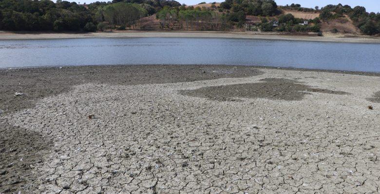 Su seviyesi azalan Bıyıkali Göleti'nden sulama durduruldu