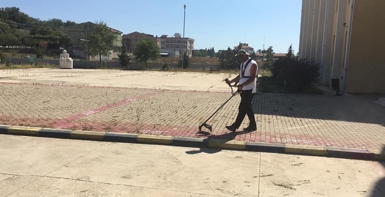 İlçe kampüslerinde çevre bakımı çalışmaları