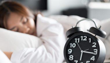 """""""Okul başarısı için 7 saatten az uyumayın"""""""