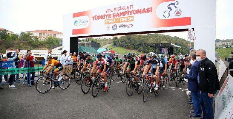 """Yol Bisikleti Türkiye Şampiyonası'nın """"yol yarışları"""" etabı Sakarya'da başladı"""