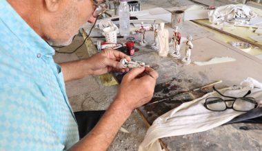 """""""Alaylı heykeltıraş"""" Çerkes kültürünü satranç figürlerinde yaşatıyor"""