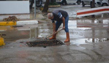Şiddetli yağış ve lodos yüzünden ev ve iş yerlerini su bastı