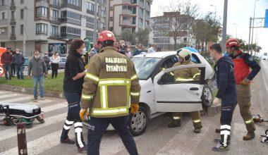 Balıkesir'de iki otomobil çarpıştı: 1 ölü
