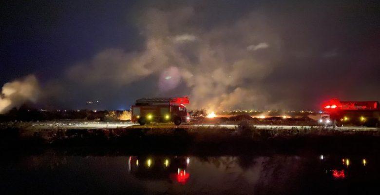 Balıkesir'de sazlık alanda çıkan yangın söndürüldü