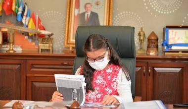 Vali, Dünya Kız Çocukları Günü'nde makamını iki çocuğa devretti