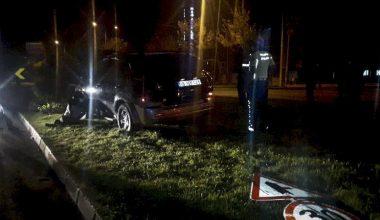 Çaldıkları araçla kaçarken kaza yapan 2 şüpheli yakalandı