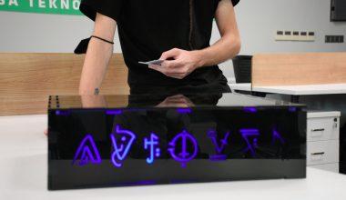 """Girişimcilik eğitimi alan genç, arkadaşlarıyla """"dijital masa oyunu"""" üretti"""