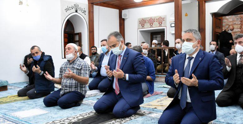 restore edilen tarihi Kefensüzen Camisi yeniden ibadete açıldı