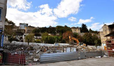 Tarihi Ulu Cami ve çarşıların çevresindeki eski yapılar yıkılıyor