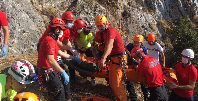 Tırmanış sırasında düşerek yaralanan dağcı kurtarıldı