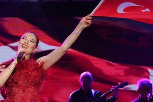 Candan Erçetin'den Cumhuriyet Bayramı'na özel muhteşem klip