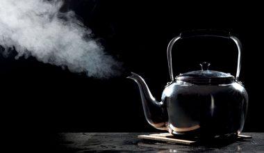 Çaydanlıktan çıkan dumanı görünce yangın zannettiler