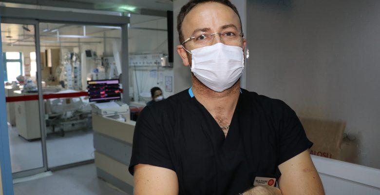 """DOKTORLAR KOVİD-19'LA SAVAŞI ANLATIYOR – """"Kaybettiğimiz hastanın serviste yatan ailesine haber vermek çok zordu"""""""