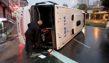Servis aracı devrildi: 8 yaralı
