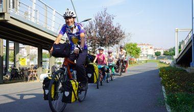 Kırklareli'den ülkeye giriş yapan İsviçreli turist aile bisikletle İstanbul'u gezecek