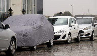 Kırklareli'nde vatandaşlar araçlarını dolu yağışından korumak için önlem aldı