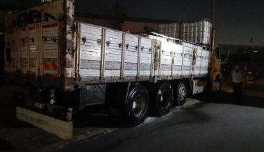 Kimyasal madde yüklü kamyondan sızıntı, korkuttu!
